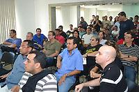 RIO DE JANEIRO, RJ, 16 AGOSTO 2012 -  ASSEMBLEIA DOS POLICIAIS FEDERAIS- Assembleia dos Policiais Federais na sede do sindicato, e em seguida os grevistas seguirão para o Aeroporto Tom Jobim, onde haverá nova operação-padrão , na Praca Maua, Zona Portuaria  do Rio de Janeiro.(FOTO:MARCELO FONSECA / BRAZIL PHOTO PRESS).