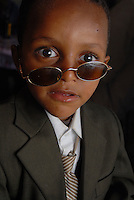 ethiopia, addis abeba, bambino con occhiali, child with glasses