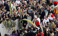 Papa Francesco celebra la messa per la Domenica delle Palme in Piazza San Pietro, Citta' del Vaticano, 24 marzo 2013..Pope Francis celebrates the Palm Sunday Mass in St. Peter's square at the Vatican, 24 March 2013..UPDATE IMAGES PRESS/Isabella Bonotto..STRICTLY ONLY FOR EDITORIAL USE