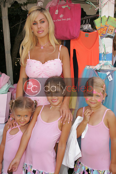 Shauna Sand and daughters<br />