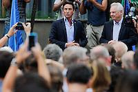SÃO PAULO,SP, 15.11.2015 - ATENTADO-FRANCA - Consul da França Damien Loras durante vigilia em apoio as vítimas do atentado em Paris, que acontece no consulado da França, Avenida Paulista, zona sul de São Paulo, neste domingo (15). (Foto: Douglas Pingituro/Brazil Photo Press)