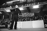- show of  Dario Fo actor in support to the workers of the factories in strike (Milan, 1975)<br />