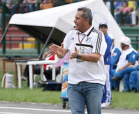FLORIDABLANCA -COLOMBIA, 09-11-2013. Hernan Torres técnico de Millonarios gesticula durante encuentro contra Alianza Petrolera por la fecha 18 de la Liga Postobon II 2013 disputado en el estadio Alvaro Gómez Hurtado de la ciudad de Floridablanca./ Hernan Torres coach of Millonarios gestures during match against Alianza Petrolera for the date 18 of the Postobon League II 2013 played at Alvaro Gomez Hurtado stadium in Floridablanca city Photo:VizzorImage / Duncan Bustamante / STR