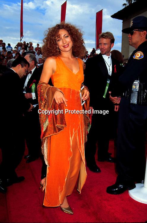©KATHY HUTCHINS/HUTCHINS.1997 EMMYS 9/14/97.ALEX KINGSTON