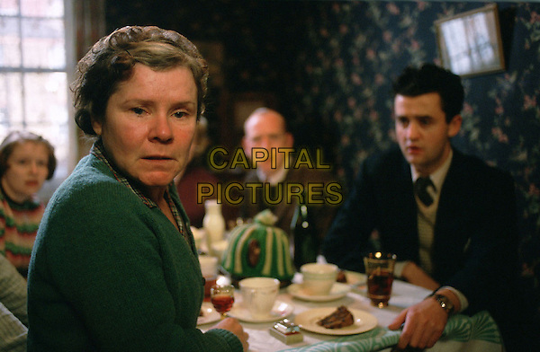 ALEX KELLY, IMELDA STAUNTON, PHIL DAVIS & DANIEL MAYS.in Vera Drake.*Editorial Use Only*.www.capitalpictures.com.sales@capitalpictures.com.Supplied by Capital Pictures.