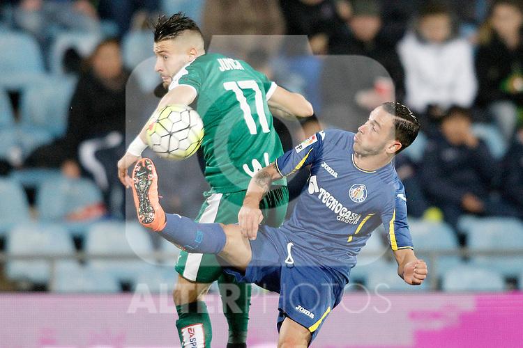 Getafe's Alvaro Vazquez (r) and Sociedad Deportiva Eibar's David Junca during La Liga match. March 18,2016. (ALTERPHOTOS/Acero)