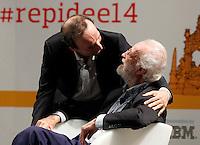 Iincontro tra Scalfari e Benigni al Teatro San Carlo  <br /> nella foto un abbraccio tra  Roberto Benigni ed Eugenio Scalfari