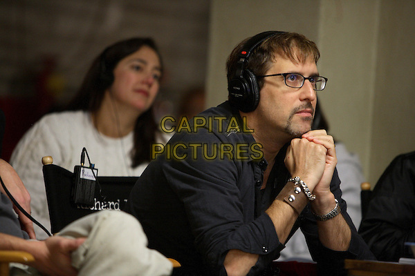 RICHARD LaGRAVENESE (DIRECTOR).on the set of Freedom Writers .**Editorial Use Only**.CAP/FB.Supplied by Capital Pictures