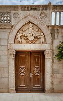 Croatia, Kvarner Gulf, Rab Island, Rab (Town): old gate in old town | Kroatien, Kvarner Bucht, Insel Rab, Rab (Stadt): altes in der Altstadt