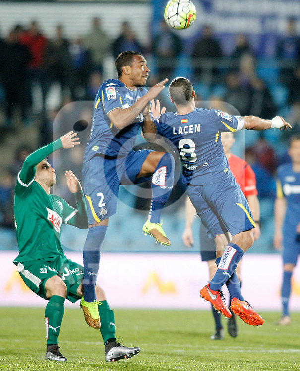 Getafe's Alvaro Pereira (c) and Mehdi Lacen (r) and Sociedad Deportiva Eibar's Keko Gontan during La Liga match. March 18,2016. (ALTERPHOTOS/Acero)