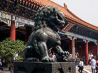 Bronzel&ouml;we im Sommerpalast, Yi He Yuan, in Peking, China, Asien, UNESCO-Weltkulturerbe<br /> Bronze lion in the summerpalace, Yi He Yuan,Beijing, China, Asia, world heritage