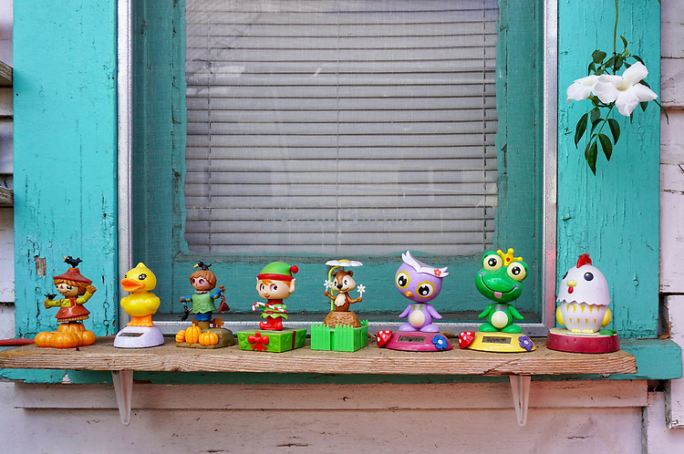 During one of my many photo walk about's, i cam across a very interesting house owned by Shaun, he had all kind of toys decorating the outside of his home in <br /> santa Paula, California March 25, 2018.