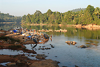 "Südasien Asien Indien IND Karnataka Moodbidri , Fischer Familien mit ihren Kindern am Fluss Phalguni - Nomaden Fischernomaden Inder indisch xagndaz | .South Asia India Karnataka , fishing families with children at river Phalguni .  -  nomads family fisheries .| [ copyright (c) Joerg Boethling / agenda , Veroeffentlichung nur gegen Honorar und Belegexemplar an / publication only with royalties and copy to:  agenda PG   Rothestr. 66   Germany D-22765 Hamburg   ph. ++49 40 391 907 14   e-mail: boethling@agenda-fototext.de   www.agenda-fototext.de   Bank: Hamburger Sparkasse  BLZ 200 505 50  Kto. 1281 120 178   IBAN: DE96 2005 0550 1281 1201 78   BIC: ""HASPDEHH"" ,  WEITERE MOTIVE ZU DIESEM THEMA SIND VORHANDEN!! MORE PICTURES ON THIS SUBJECT AVAILABLE!! INDIA PHOTO ARCHIVE: http://www.visualindia.net ] [#0,26,121#]"