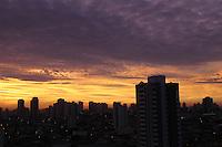 Manhã desta segunda-feira (3) com nuvens na capital paulista. A temperatura máxima hoje em São Paulo deve ser de 29ºC.