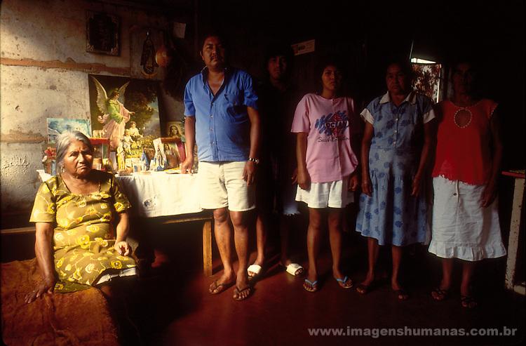 família de índios terena, família de Atiliana.morando ona periferia de Campo grande