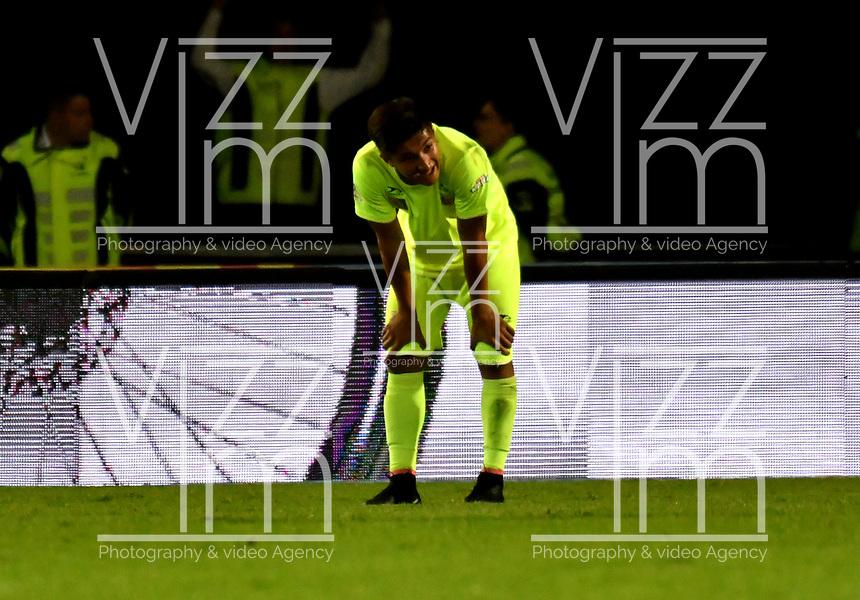 BOGOTÁ - COLOMBIA, 02–05-2018: Los jugadores de Envigado F. C., se lamentan al perder partido con Millonarios, durante partido aplazado de la fecha 16 entre Millonarios y Envigado F. C., por la Liga Aguila I 2018, jugado en el estadio Nemesio Camacho El Campin de la ciudad de Bogotá. / The players of Envigado F. C.,  react after lose a match with Millonarios, during a posponed match of the 16th date between Millonarios and Envigado F. C., for the Liga Aguila I 2018 played at the Nemesio Camacho El Campin Stadium in Bogota city, Photo: VizzorImage / Luis Ramírez / Staff.