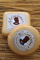 Europe/ France/ 44/  Loire Atlantique/ La Baule: Fromages de Bretagne: Curé Nantais chez Caroline Perrin Fromagerie Perrin - Marché de la Baule