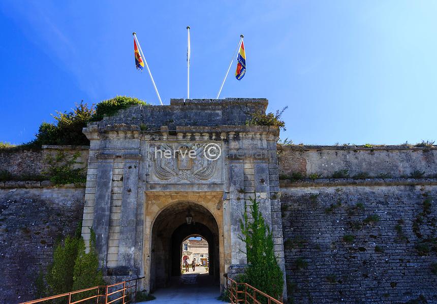 France, Charente-Maritime (17), île d'Oléron, le Château-d'Oléron, la porte Royale, un des principaux accès à la citadelle // France, Charente Maritime, Oleron island, Chateau d'Oleron, Citadel