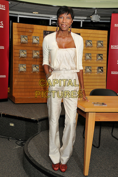 NATALIE COLE <br /> Natalie Cole &quot;Still Unforgettable&quot; CD Signing at Borders Bookstore, Westwood, California, USA, <br /> 28 October 2008 <br /> full length cream cardigan pantsuit belt catsuit <br /> CAP/ADM/BP<br /> &copy;Byron Purvis/Admedia/Capital PIctures