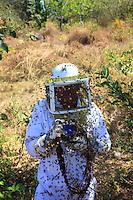 Thousands of bees attack the photographer Eric Tourneret. The black of the camera make the bees even more aggressive and they thrust their stingers into all the camera's rubber parts. ///Des milliers d'abeilles attaquent le photographe Eric Tourneret. Le noir de l'appareil photo rend encore les abeilles plus agressives et elles plantent leurs dards dans toutes les pièces en caoutchouc de l'appareil.