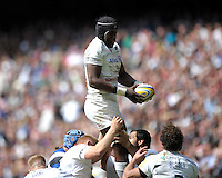 Maro Itoje of Saracens wins the lineout ball during the Aviva Premiership Rugby Final between Bath Rugby and Saracens at Twickenham Stadium on Saturday 30th May 2015 (Photo by Rob Munro)