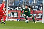 10.03.2018, Vonovia Ruhrstadion, Bochum, GER, 2.FBL., VfL Bochum vs. Holstein Kiel<br /> im Bild / picture shows: <br /> Torwart Kenneth Kronholm (Holstein Kiel #18), <br /> <br /> <br /> <br /> Foto &copy; nordphoto / Meuter