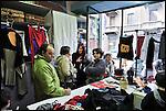 Turismo in Barriera # 3, passeggiata alla scoperta di insoliti punti di vista in Barriera di Milano. Progetto della associazione ONEOFF nell'ambito di 'Cosa succede in Barriera' con la partecipazione di Luca Morino. Qui all'atelier Idee Addosso di Sonia Piccirillo in via Palestrina. Apr 2013