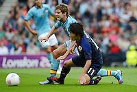 26.07.2012. Glasgow, Scotland. Mens Olympic football preliminary  rounds.  Spain versus Japan. Inigo Martinez left Spain against Kensuke Nagai right Japan