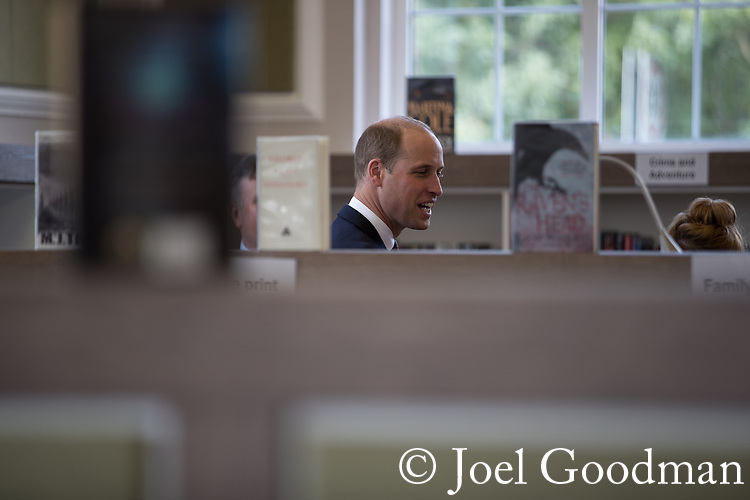 © Joel Goodman - 07973 332324 - all rights reserved . NO ONWARD SALE OR SYNDICATION PERMITTED - ONLY FOR USE IN REPORTING THE LIVE STORY TO WHICH THE PHOTOGRAPH IS RELATED . 14/09/2017 . Liverpool , UK . The Duke of Cambridge , Prince William , is shown around the library during a visit to Life Rooms in Walton . Life Rooms provides community support to help people recover from mental health issues . Photo credit : Joel Goodman