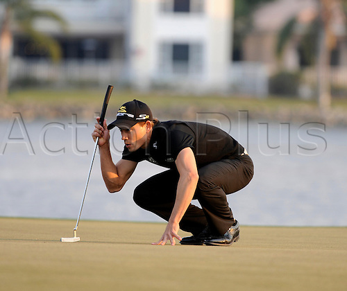 06 March 2010: Camilo Villegas lines up his putt during the third round of the 2010 Honda Classic at the PGA National Resort & Spa in Palm Beach Gardens, FL. Photo : Icon SMI/Actionplus. Editorial Use UK.