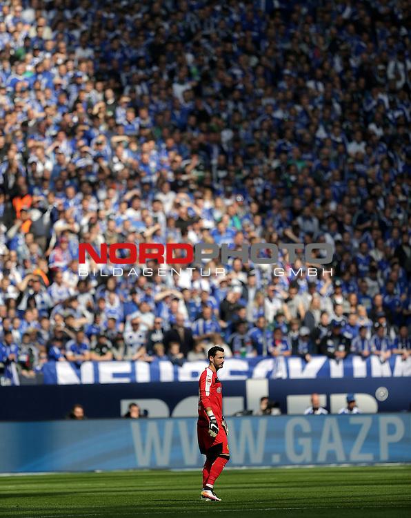 10.04.2016, Veltins Arena, Gelsenkirchen, GER, 1.FBL, FC Schalke 04 vs Borussia Dortmund<br /> Torwart Roman B&uuml;rki (Dortmund)<br /> Foto &copy; nordphoto /  Bratic