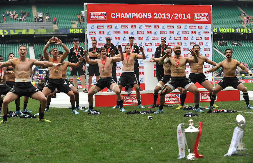 New Zealand&nbsp;players celebrate clinching the series after their 52-33 victory over Australia&nbsp;in the Marriott London Sevens Final with the Haka<br /> <br /> Photographer Ashley Western/CameraSport<br /> <br /> Rugby Union Sevens - Marriott London Sevens - Sunday 11th May 2014 - Twickenham - London<br /> <br /> &copy; CameraSport - 43 Linden Ave. Countesthorpe. Leicester. England. LE8 5PG - Tel: +44 (0) 116 277 4147 - admin@camerasport.com - www.camerasport.com