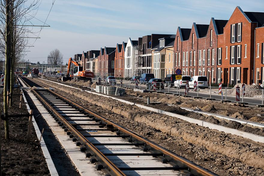 Nederland, Diemen, 20180214<br /> Bouwactiviteiten in Diemen, naast Amsterdam. De huizen zijn gebouwd, de bestrating wordt in orde gemaakt. <br /> Foto: (c)Michiel Wijnbergh