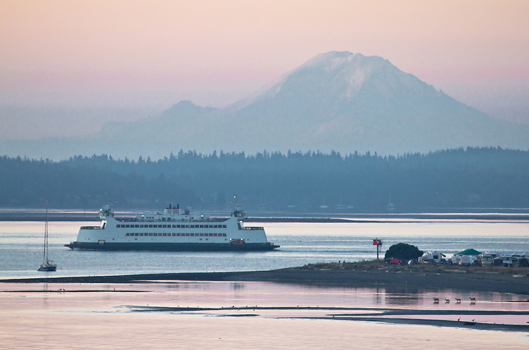 Puget Sound, Port Townsend, Mount Rainier, Point Hudson Marina, sunrise, Olympic Peninsula, Washington State, Pacific Northwest, Washington State Ferry,
