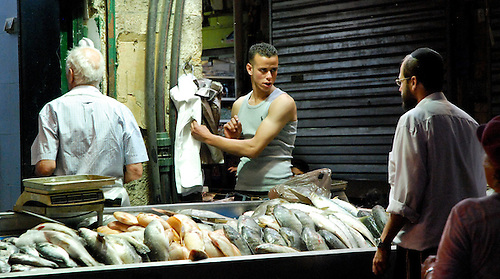 vendeur arabe au marché juif de Jerusalem ouest