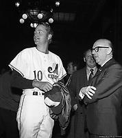 Rusty Staub des Expos de Montréal et le maire Jean Drapeau à l'hôtel de ville de Montréal, 7 avril 1970, .