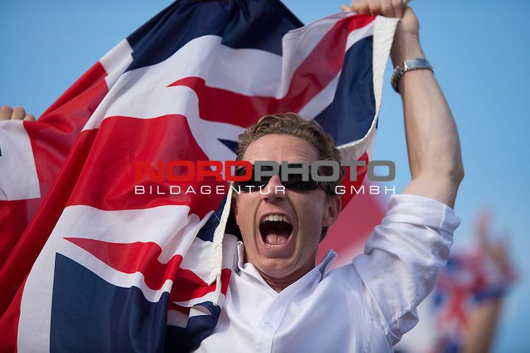 01.08.2012, Horse Guards Parade, London, Great Britain, Olympische Sommerspiele 2012, Beachvolleyball, Vorrunde, im Bild Fans Gro&szlig;britannien / Grossbritannien<br /> <br /> Foto &copy; nph / Kurth