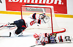 Stockholm 2014-09-11 Ishockey Hockeyallsvenskan AIK - S&ouml;dert&auml;lje SK :  <br /> S&ouml;dert&auml;ljes m&aring;lvakt Tim Sandberg sl&auml;nger sig och r&auml;ddar ett skott i den tredje perioden<br /> (Foto: Kenta J&ouml;nsson) Nyckelord:  AIK Gnaget Hockeyallsvenskan Allsvenskan Hovet Johanneshovs Isstadion S&ouml;dert&auml;lje SK SSK