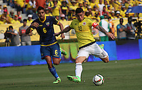 BARRANQUILLA  -COLOMBIA , 28,MARZO-2016. James Rodriguez jugador de Colombia   disputa el balon con Cristian Noboa de Ecuador    por la fecha 6 de las eliminatorias para el mundial de Rusia 2018 jugado en el estadio Metropolitano Roberto Meléndez./ James Rodriguez of Colombia fights for the ball with Cristian Noboa of Ecuador  during   a match between Colombia and Ecuador as part of FIFA 2018 World Cup Qualifier six date at Metropolitano Roberto Melendez Stadium on March  28, 2015 in Barranquilla, Colombia. Photo: VizzorImage / Felipe Caicedo / Staff
