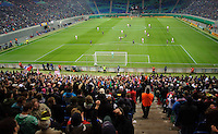 DFB Pokal 2011/12 2. Hauptrunde RasenBallsport Leipzig - FC Augsburg Der RB-Fanblock verfolgt eine Torchance seiner Mannschaft.