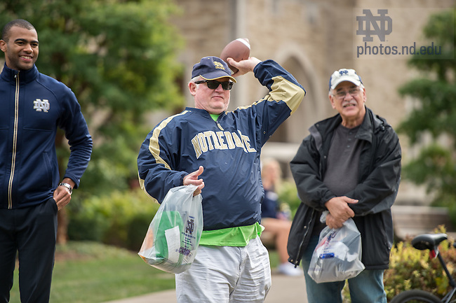 Oct. 16, 2015; Alumni Association 'Football Fridays at the Eck' event. (Photo by Matt Cashore/University of Notre Dame)