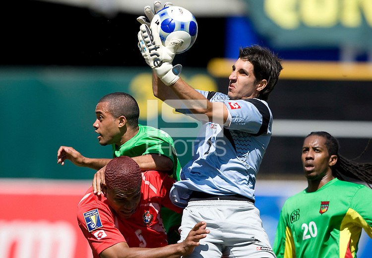 05 July 2009: Panama goalkeeper Jaime Penedo makes a save during the second half of the game against Guadeloupe at Oakland-Alameda County Coliseum in Oakland, California.    Guadeloupe defeated Panama, 2-0.