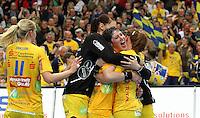 Die Leipzigerinnen gewannen auch das zweite Spiel der Gruppenphase in der Champions League. Im Bild: Freude bei den Spielerinnen um Anne Mueller (Mitte). Foto: Ines Christ