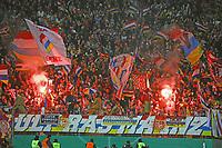 Mainzer Fans mit Bengalos - 07.02.2018: Eintracht Frankfurt vs. 1. FSV Mainz 05, DFB-Pokal Viertelfinale, Commerzbank Arena