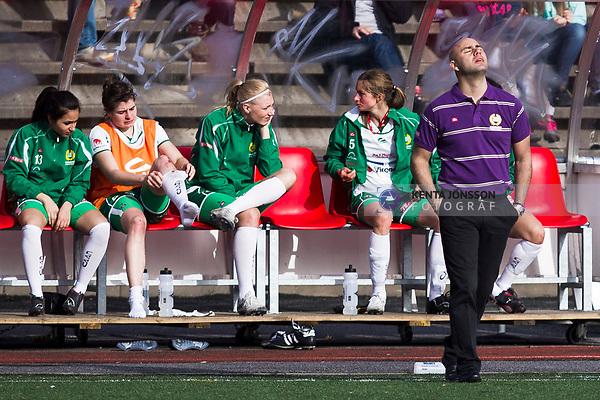 110410 Hammarbys tr&auml;nare Tino Katsoulakis deppar efter fotbollsmatchen i Damallsvenskan mellan Hammarby och Ume&aring; den 10 April 2011 i Stockholm. <br /> Foto: Kenta J&ouml;nsson<br /> Nyckelord: fotboll, damallsvenskan, hammarby, ume&aring;, depp