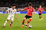 Kim Jinsu of South Korea (R) competes for the ball with Jin Jingdao of China (L) during the AFC Asian Cup UAE 2019 Group C match between South Korea (KOR) and China (CHN)  at Al Nahyan Stadium on 16 January 2019 in Abu Dhabi, United Arab Emirates. Photo by Marcio Rodrigo Machado / Power Sport Images