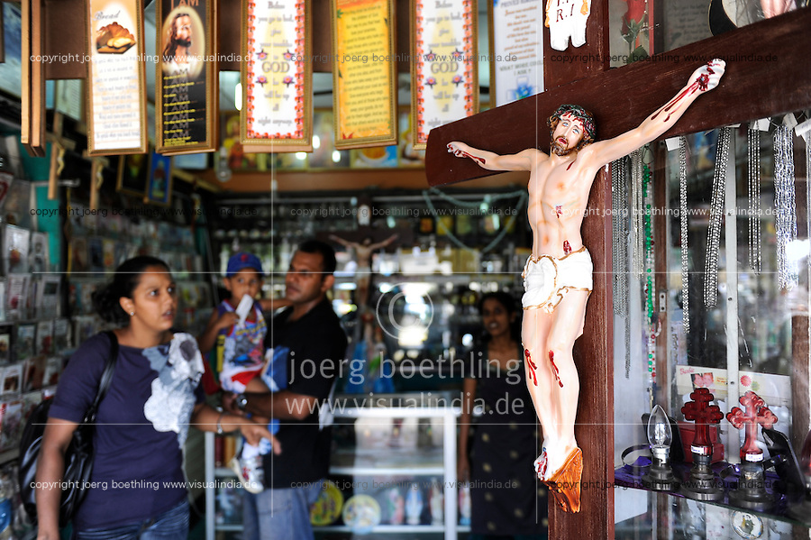 Sri Lanka, Colombo, Kochchikade, souvenir shop in front of St Anthony's Mawatha church / St. Antonius Kirche