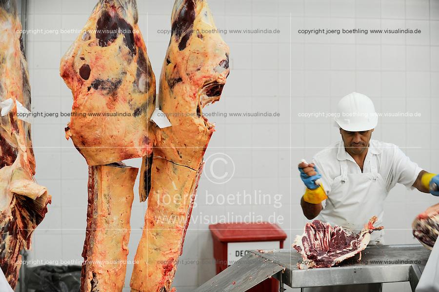 """URUGUAY Schlachthof der MARFRIG Gruppe, ein brasilienanisches Unternehmen, in Tacuarembo, Herstellung von Rindfleisch Steakfleisch Hamburger    .URUGUAY slaughterhouse of MAFRIG Group in Tacuarembo , meat steak and hamburger production for export  .  [ copyright (c) Joerg Boethling / agenda , Veroeffentlichung nur gegen Honorar und Belegexemplar an / publication only with royalties and copy to:  agenda PG   Rothestr. 66   Germany D-22765 Hamburg   ph. ++49 40 391 907 14   e-mail: boethling@agenda-fototext.de   www.agenda-fototext.de   Bank: Hamburger Sparkasse  BLZ 200 505 50  Kto. 1281 120 178   IBAN: DE96 2005 0550 1281 1201 78   BIC: """"HASPDEHH"""" ,  WEITERE MOTIVE ZU DIESEM THEMA SIND VORHANDEN!! MORE PICTURES ON THIS SUBJECT AVAILABLE!! ] [#0,26,121#]"""