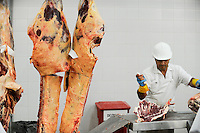 URUGUAY slaughterhouse of MAFRIG Group in Tacuarembo , meat steak and hamburger production from cow meat for export / URUGUAY Schlachthof der MARFRIG Gruppe, ein brasilanisches Unternehmen, in Tacuarembo, Herstellung von Rindfleisch Steakfleisch Hamburger fuer den Export