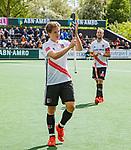 AMSTELVEEN  - Publiekswissel voor Jan-Willem Buissant (Adam) die zijn laatste reguliere hoofdklassewedstrijd speelde,   Hoofdklasse hockey dames ,competitie, heren, Amsterdam-Pinoke (3-2)  . . COPYRIGHT KOEN SUYK